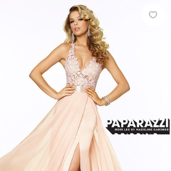 00087670de Light Pink Long V-Neck Prom Gown. M 5ac6c4553afbbd1dc72139f2